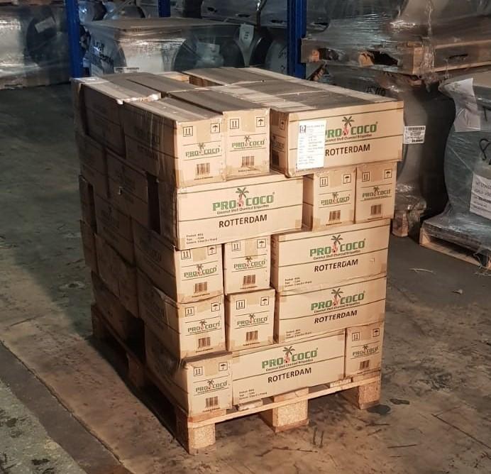 Kokosbriket Pallet 55 stuks Masterboxen (55 stuks maal 5ds van 2 kg.) Pro Coco